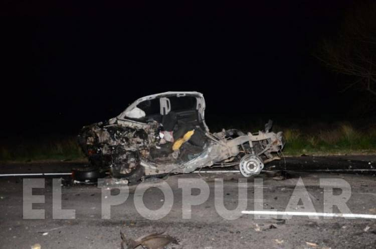 Dos muertos tras un choque frontal entre un ómnibus y una camioneta