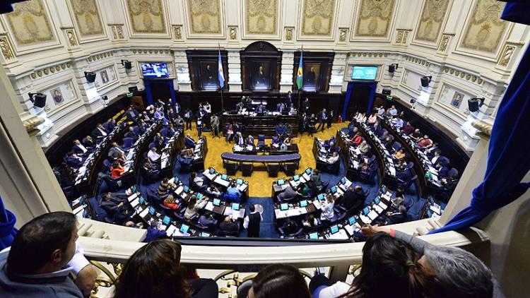 Se convirtieron en ley la rebaja de impuestos en las tarifas y la adhesión al nuevo pacto fiscal