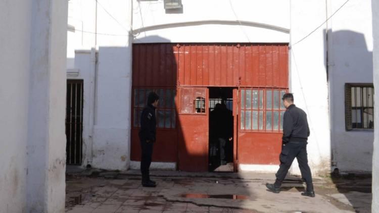 Aislaron a 47 miembros del servicio penitenciario por el positivo en Villa Floresta