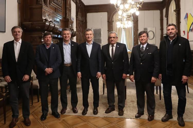 Macri le dijo a la Mesa de Enlace que no suspenderá la baja de retenciones a la soja