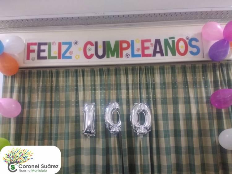 """Emotivo agasajo a """"Negrita"""" al cumplir 100 años"""