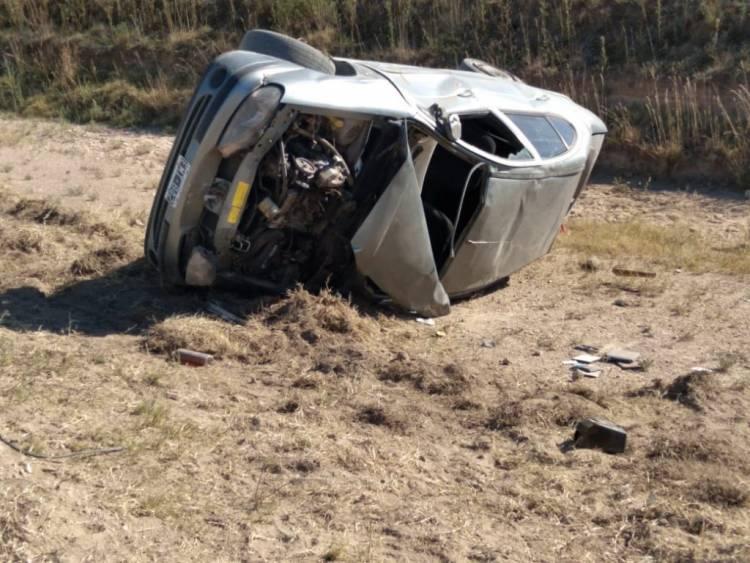 Un fallecido y dos heridos en un vuelco en el camino al monolito