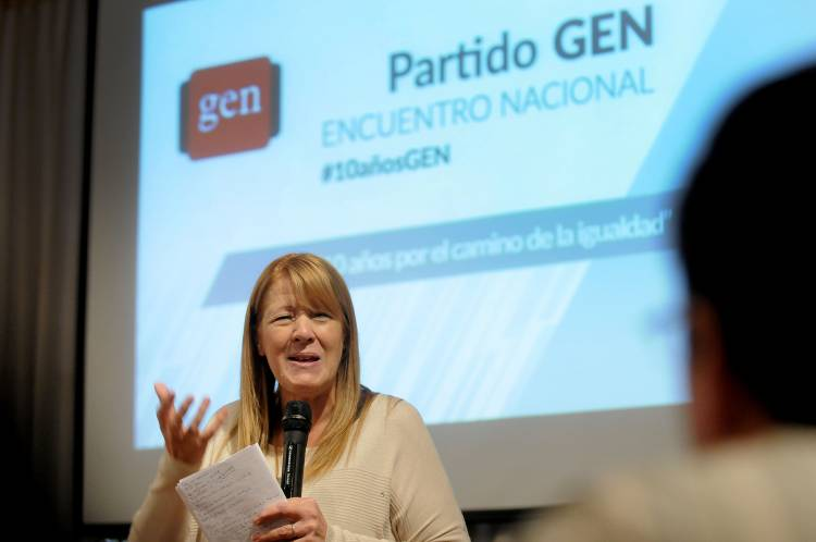 Margarita Stolbizer en la reunión plenaria del Gen Provincial en Pigué