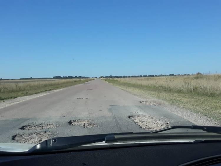 Ruta 85 destruída. Tramo intersección rotonda ruta 60 a Guaminí.