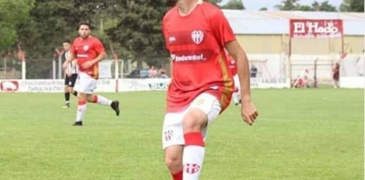La absurda sanción a un DT-futbolista por solidarizarse con un pibe rival fracturado
