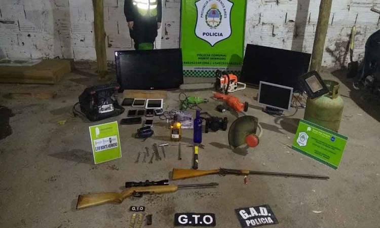 Monte Hermoso: secuestran armas y una montaña de autopartes