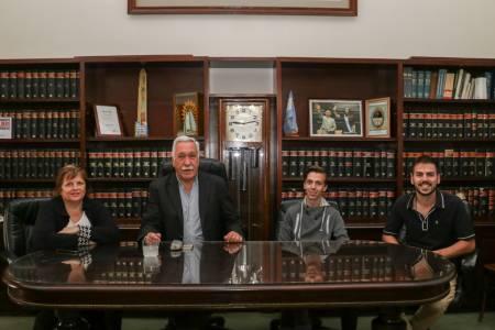 """El intendente Palacio reconoció al primer egresado del Programa """"Terminá la secundaria"""""""