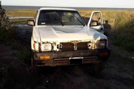 En plena cuarentena, fue a pescar a Los Pocitos y la marea se llevó su camioneta