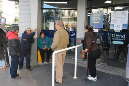 Reabren bancos para cobro de jubilaciones, pensiones y asignaciones sociales