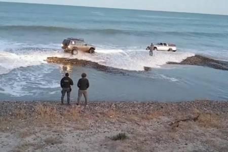Coronavirus: rompió la cuarentena, fue a pescar y la marea le llevó la camioneta