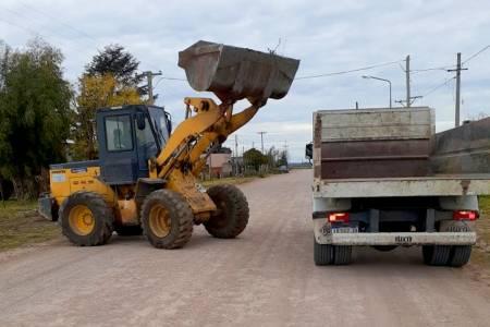 Pueblo Santa Trinidad: maquinarias de Servicios Públicos trabajaron en el arreglo de calles