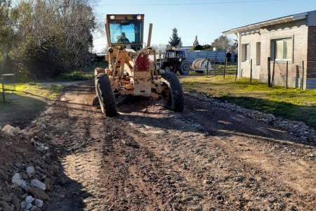 Santa Trinidad: trabajos de entoscado y repaso de calles barrio Procrear