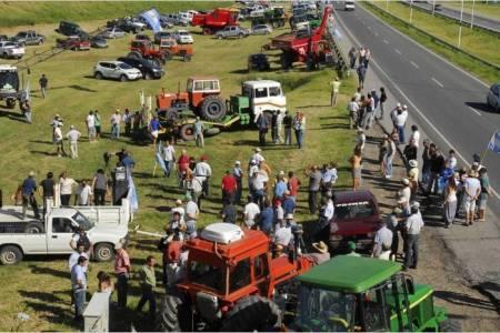 Comenzó el paro del campo y el Gobierno reabrió parcialmente las exportaciones de maíz