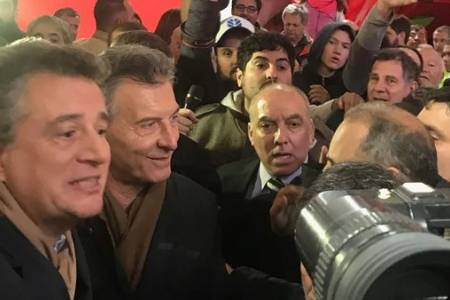 Tras un ingreso desordenado, Mauricio Macri visitó brevemente La Rural