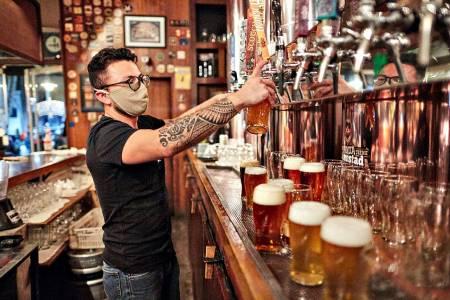 Los bares ya pueden abrir hasta las 3 de la mañana