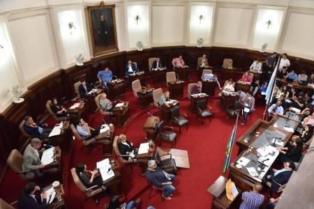 Vidal busca limitar la suba de tasas en las comunas y gastos en los Concejos