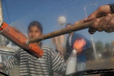 Vidal busca prohibir los trapitos y limpiavidrios en toda la provincia