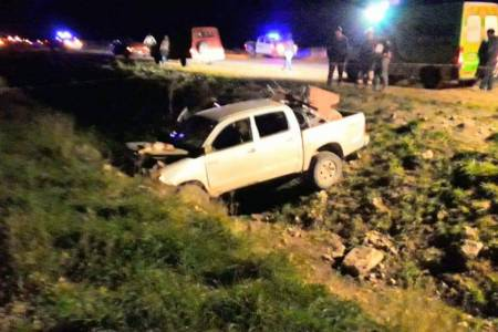 Estaban cazando, creyeron ver un móvil policial y escaparon sin luces. Chocaron contra un talud. Un muerto