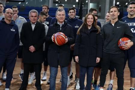 El Gobierno cortó a un candidato opositor de una foto de Macri con la selección de básquet