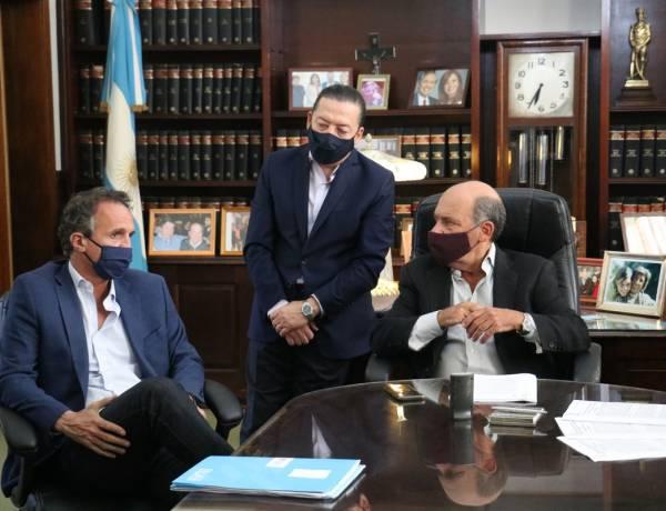 Katopodis firmó convenios para ampliación de redes cloacales y de agua corriente para Coronel Suárez y Coronel Pringles