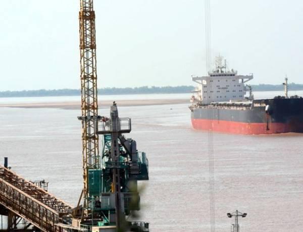 Barcos mirando al sur: por la bajante del Paraná, los despachos de maíz por el puerto de Bahía Blanca crecieron más del 20% en volumen