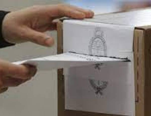 Presentaron las listas de los precandidatos en el distrito