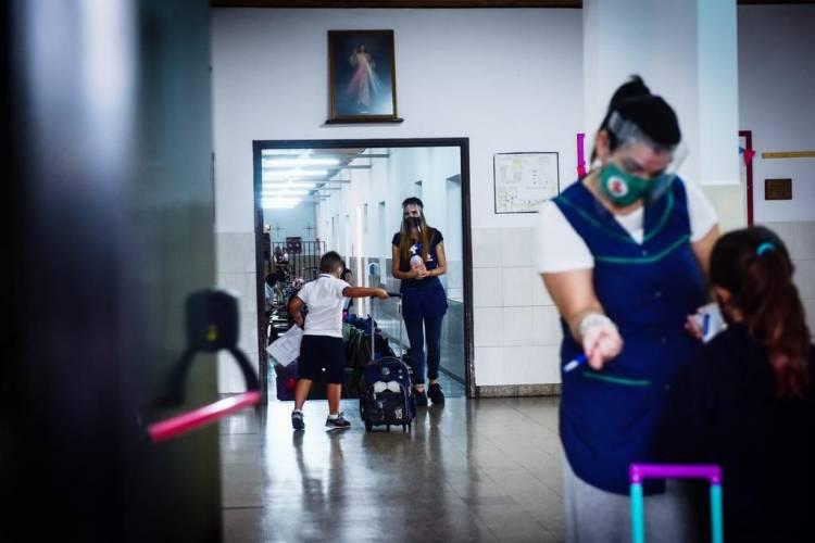 Aumenta la tensión entre los gremios docentes y funcionarios por las clases
