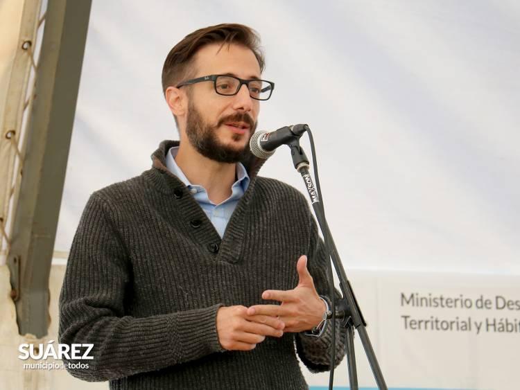 El Ministro de Infraestructura y Servicios Públicos Agustín Simone y el Intendente Ricardo Moccero entregaron las últimas 50 viviendas del programa Techo Digno