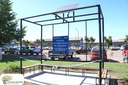 Se inauguró una Estación de carga solar para celulares