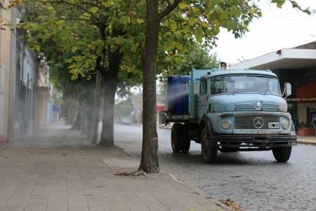Desinfectamos la ciudad: limpiamos calles y veredas