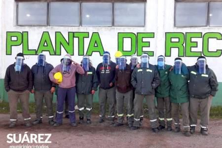 Redes Solidarias: La Escuela Secundaria de Educación Técnica N° 1 fabricó máscaras para los operarios de la planta de reciclado