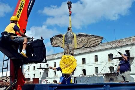 Piden que se controle el destino del águila nazi del acorazado Graf Spee