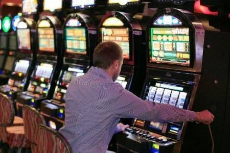 Buscan reabrir los bingos y casinos de la Provincia para la temporada de verano