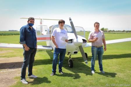 Dos alumnos de la escuela de vuelo del Aero Club fueron habilitados con la licencia de Piloto Privado