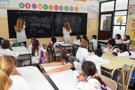 En febrero vacunarán contra el coronavirus a los docentes