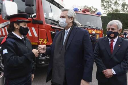 El Presidente anunció beneficios para los bomberos voluntarios de todo el país