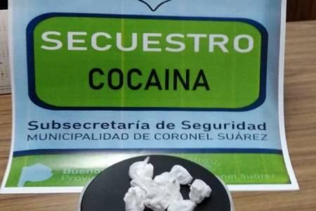 """La Policía Comunal secuestro """"cocaína"""" y """"porros"""""""