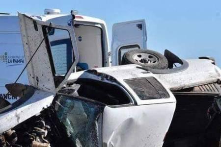 Un huanguelenense está grave al chocar una camioneta con un camión
