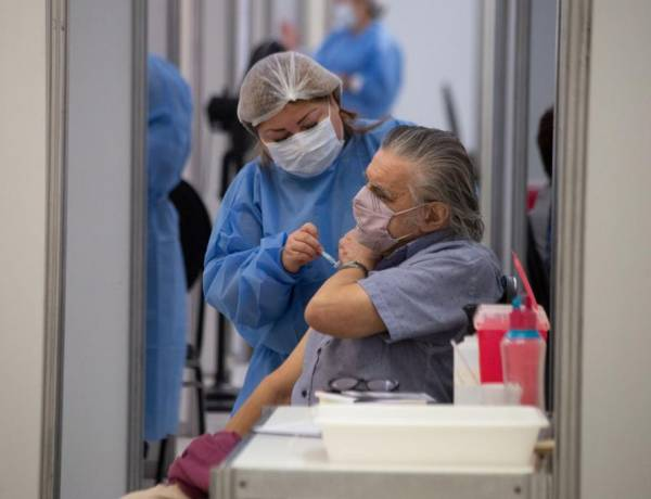 Plan de vacunación: sólo se entregó el 20 por ciento las dosis y la AGN inició una investigación